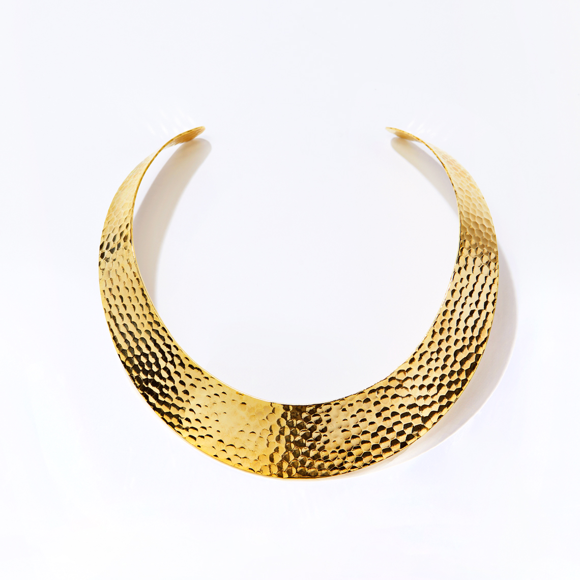 HAMMERED GOLD NECKLACE.jpg